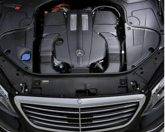 Mercedes-Benz não tem planos de desenvolver novos motores a combustão Motore-Mercedes-Om-654-quattro-cilindri-in-alluminio-700x525-aaa