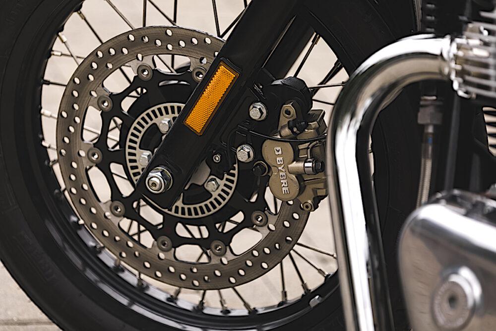 Roda e freios ABS da moto Continental GT da Royal Enfield
