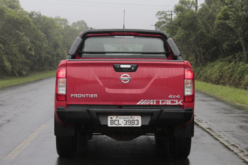Traseira do Nissan Frontier Attack