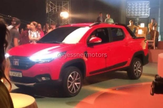 Nova Fiat Strada flagrada durante gravação de comercial
