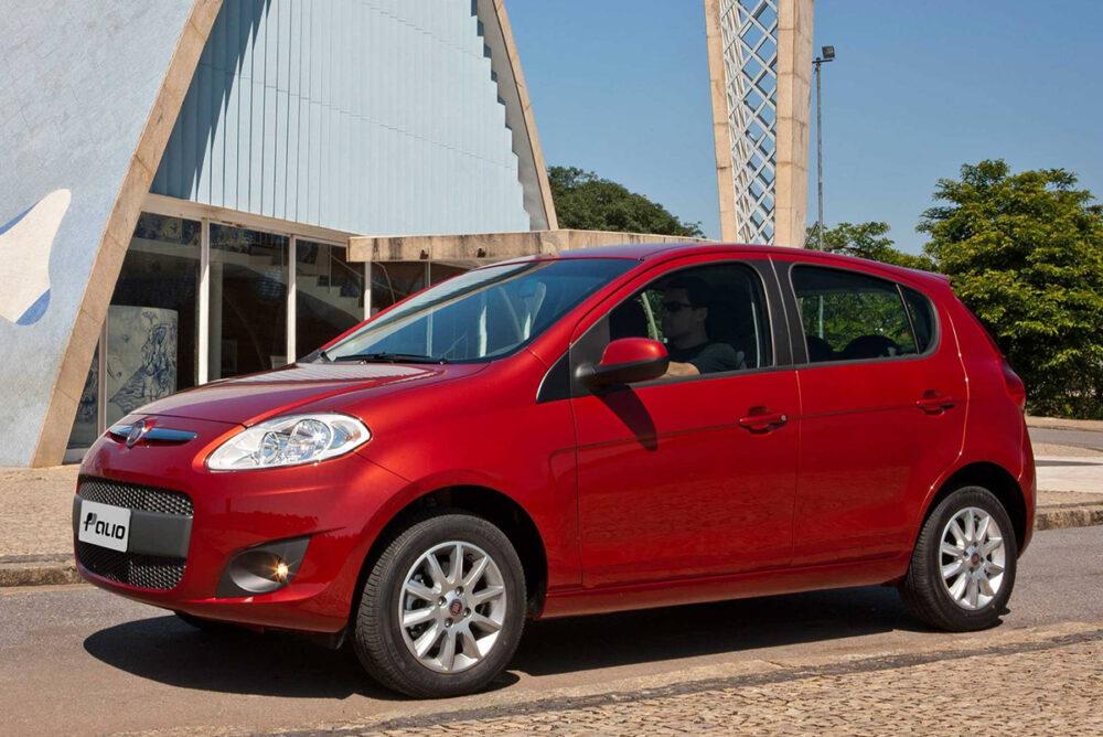 Fiat Palio na cor vermelha