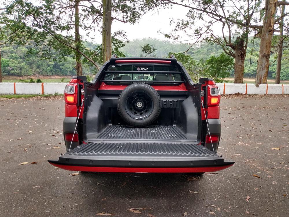 Caçamba do Fiat Strada com estepe