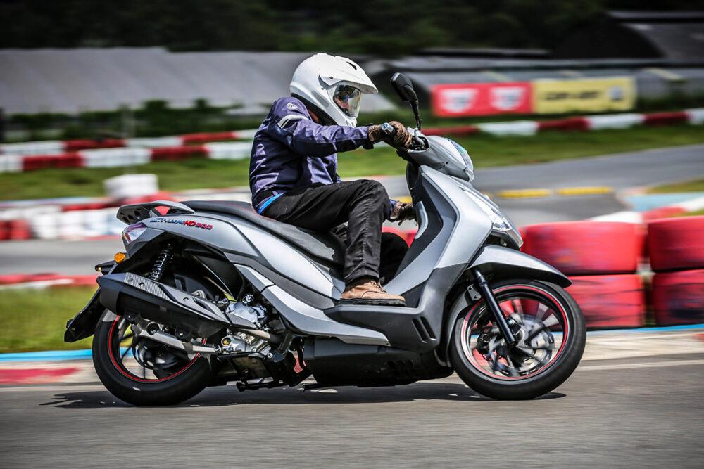 Moto Citycom HD 300 da Dafra Motos em movimento