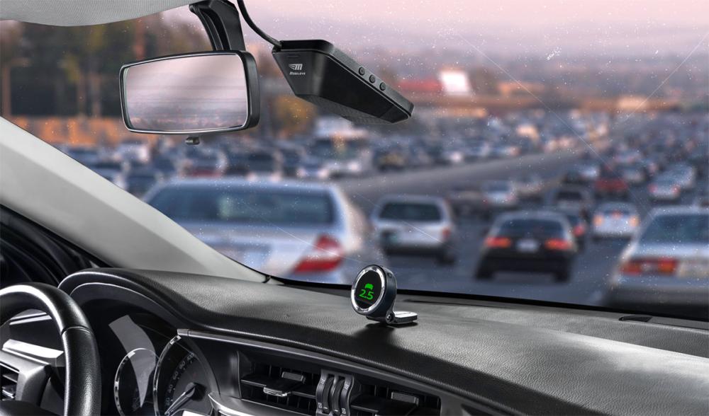 dispositivo mobileye em painel de carro