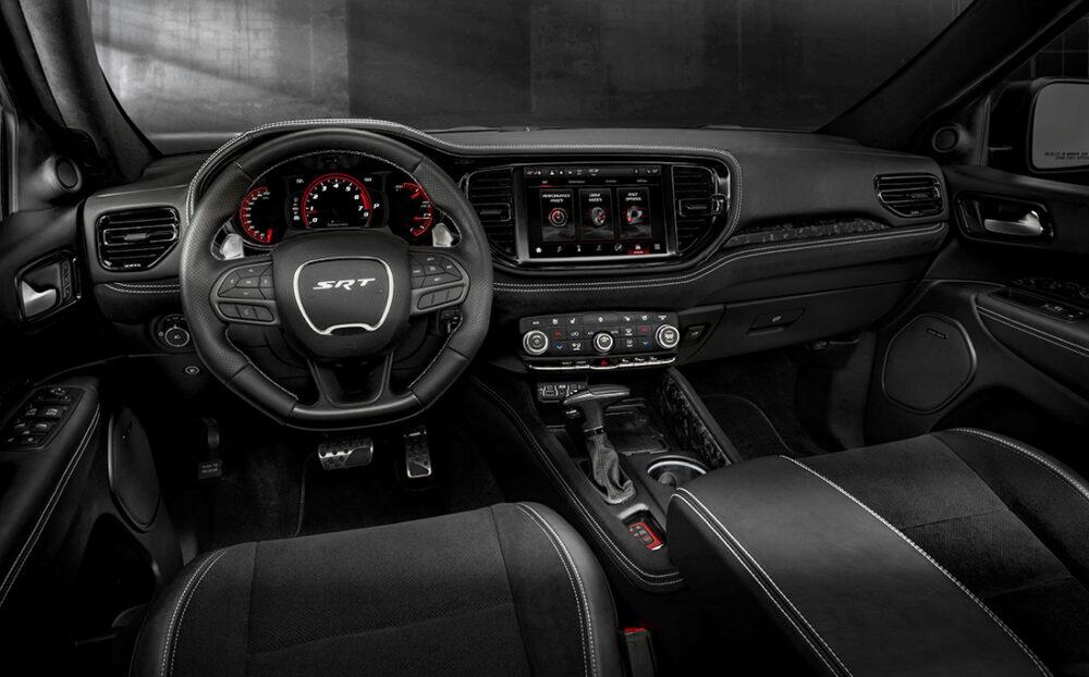 Interior do Dodge Durango STR Hellcat
