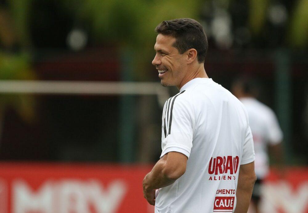 Hernanes deve ser titular do São Paulo neste sábado