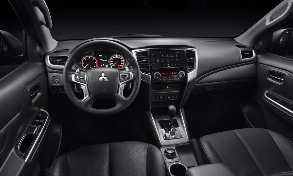Interior e painel da L200 Triton Sport 2021
