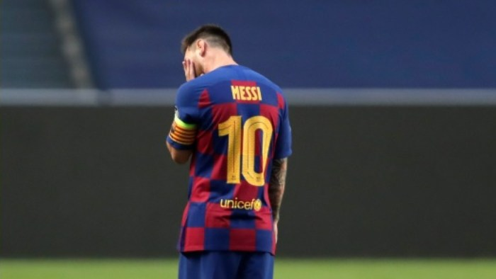 Messi desolado em vexame do Barcelona