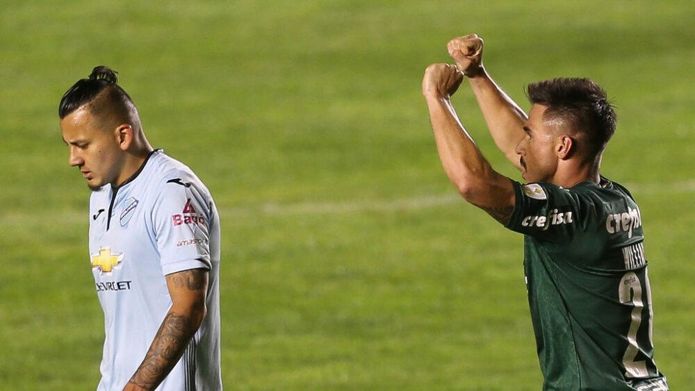 O jogador Willian, da SE Palmeiras, comemora seu gol contra a equipe do FC Bolívar, durante partida válida pela fase de grupos, da Copa Libertadores, no Estádio Hernando Siles