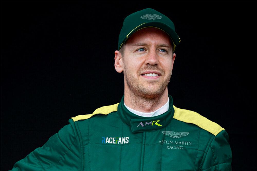 Montagem de Vettel com uniforme da Aston Martin