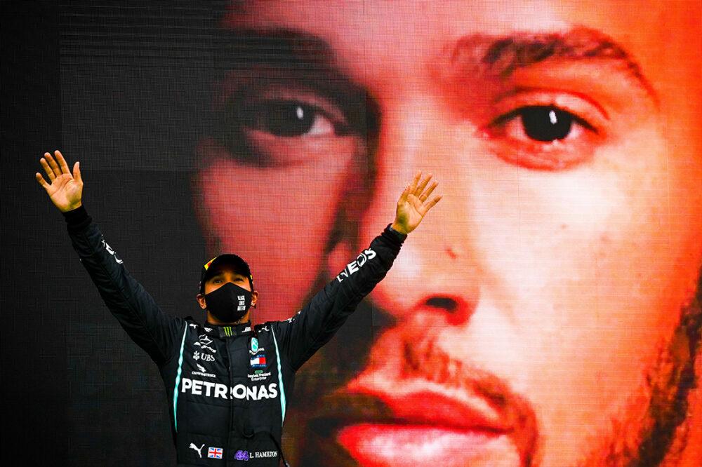 Hamilton se consagrando 92 vezes campeão no GP de Portugal