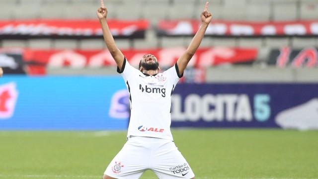 Everaldo marcou para o Corinthians