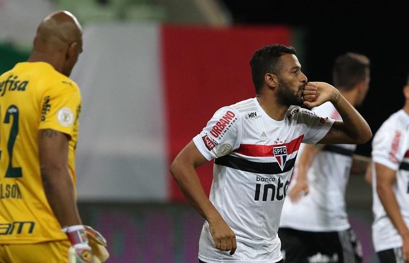 Reinaldo abriu o placar contra o Palmeiras