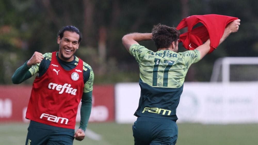 O jogador Matías Viña, da SE Palmeiras, durante treinamento, na Academia de Futebol.