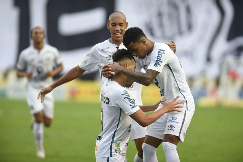 Meninos da Vila comemoraram bastante a vitória