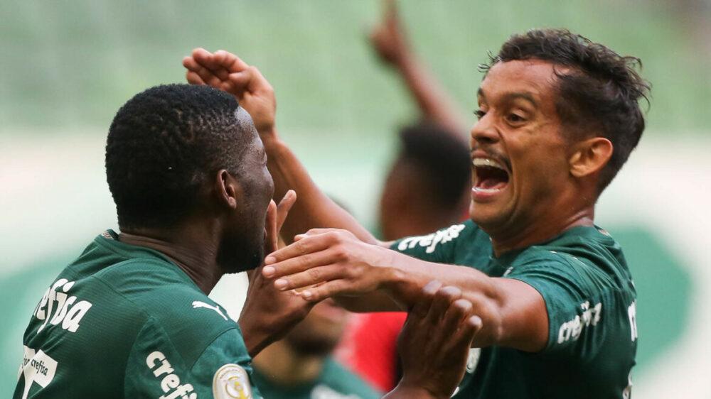 O jogador Patrick de Paula, da SE Palmeiras, comemora seu gol contra a equipe do C Athletico Paranaense, durante partida válida pela vigésima terceira rodada, do Campeonato Brasileiro, Série A, na arena Allianz Parque.