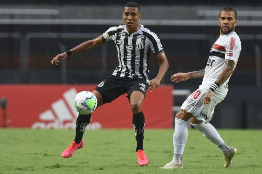 Com erro de Daniel Alves, São Paulo perdeu para os meninos da Vila