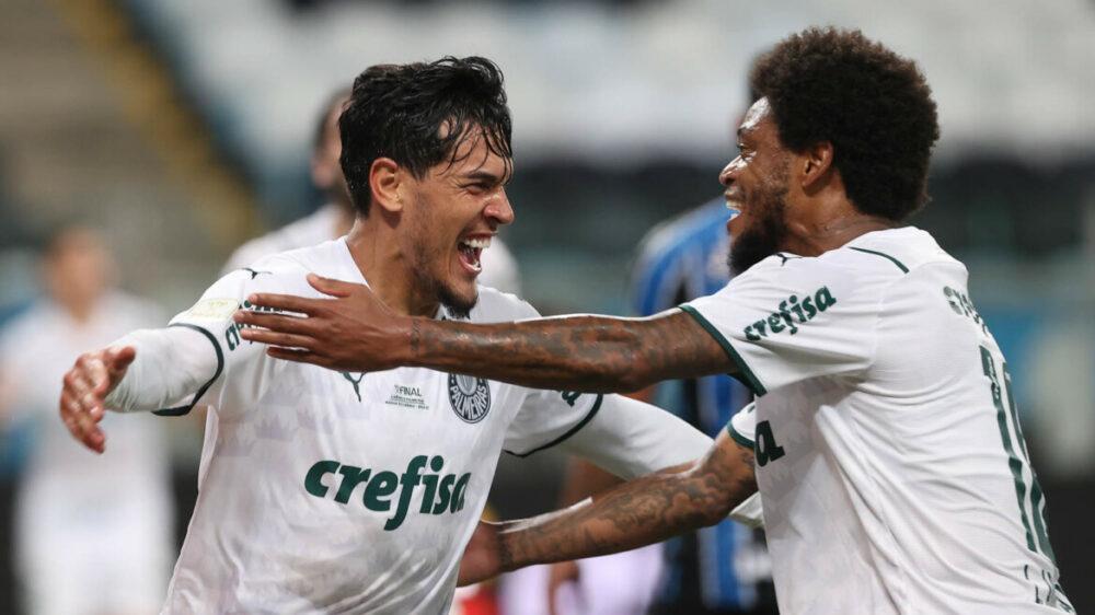 O jogador Gustavo Gómez, da SE Palmeiras, comemora seu gol contra a equipe do Grêmio FBPA, durante partida válida pela final, ida, da Copa do Brasil, na Arena do Grêmio.