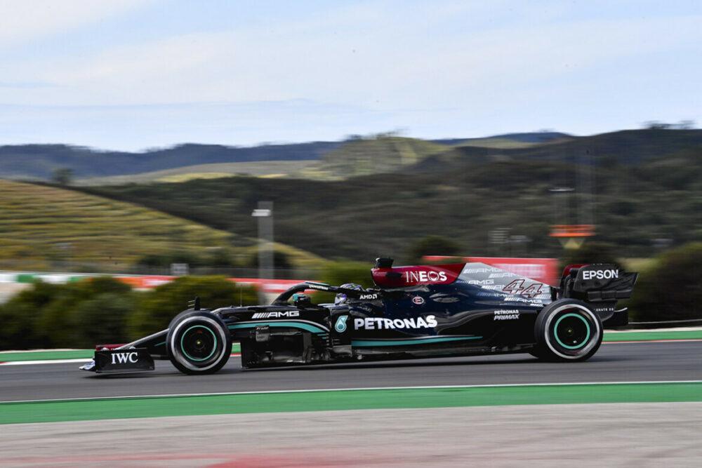 Lewis Hamilton e sua Mercedes no treino livre do GP de Portugal de 2021