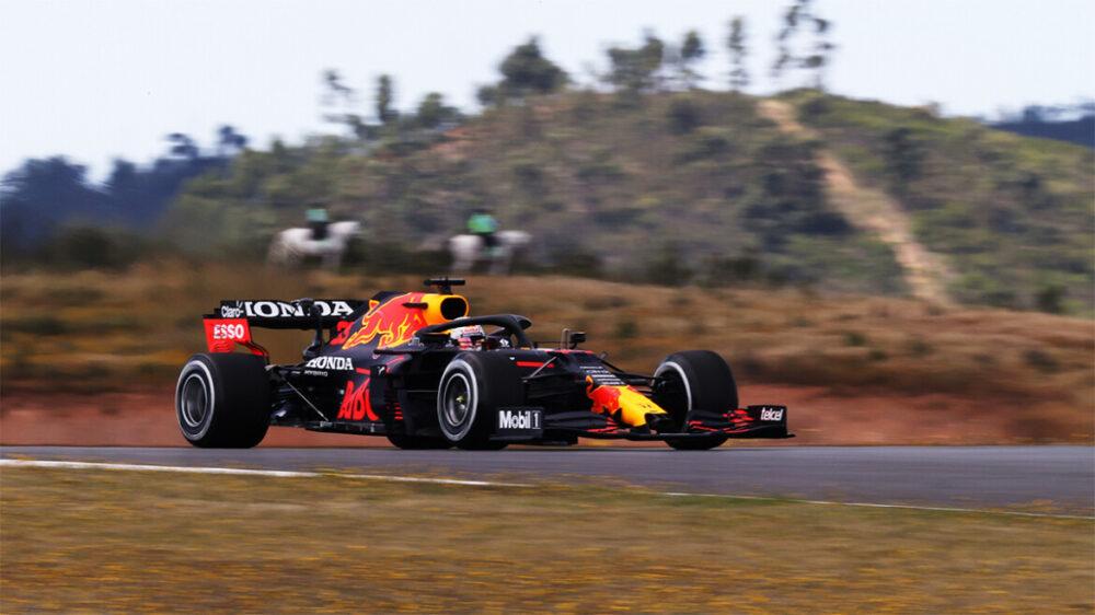Max Verstappen nos treinos livres de sexta-feira do GP de Portugal de 2021