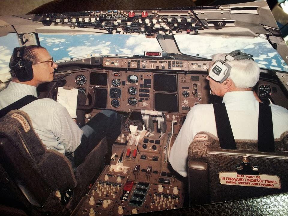 Príncipe Philip em um Boieng 757 em 1982