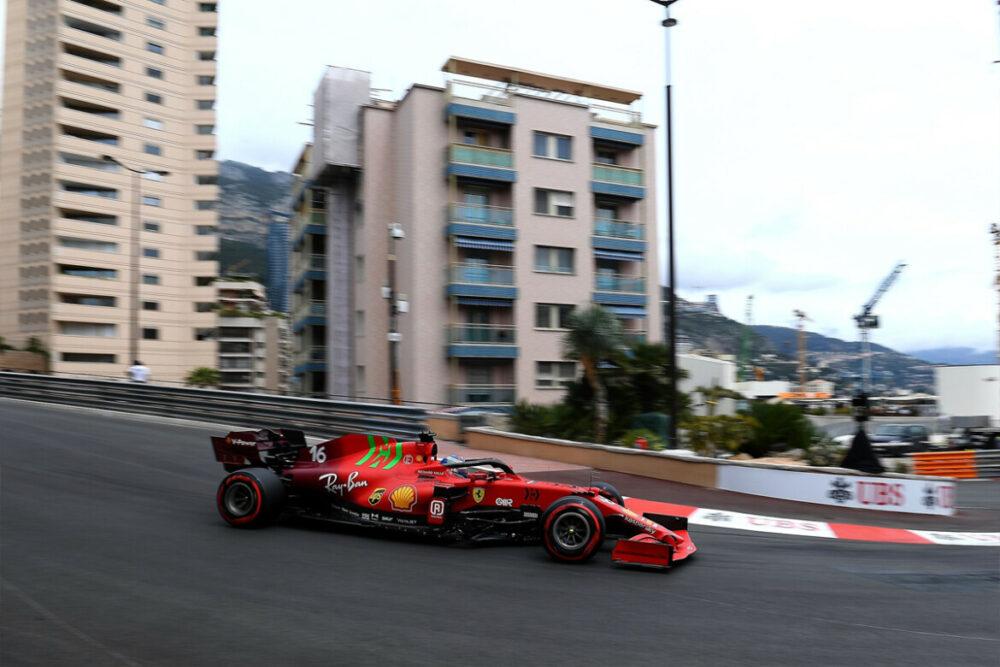 O monegasco Charles Leclerc é pole position em Mônaco