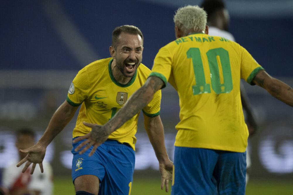 Everton Ribeiro e Neymar marcaram para o Brasil