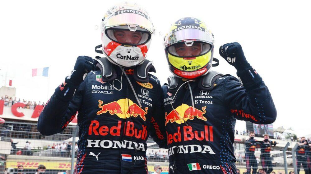 Max Verstappen e Sergio Perez sobem ao pódio do GP da França