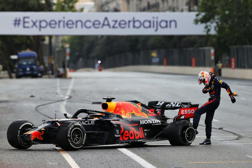 Max Verstappen abandona GP do Azerbaijão de Fórmula 1