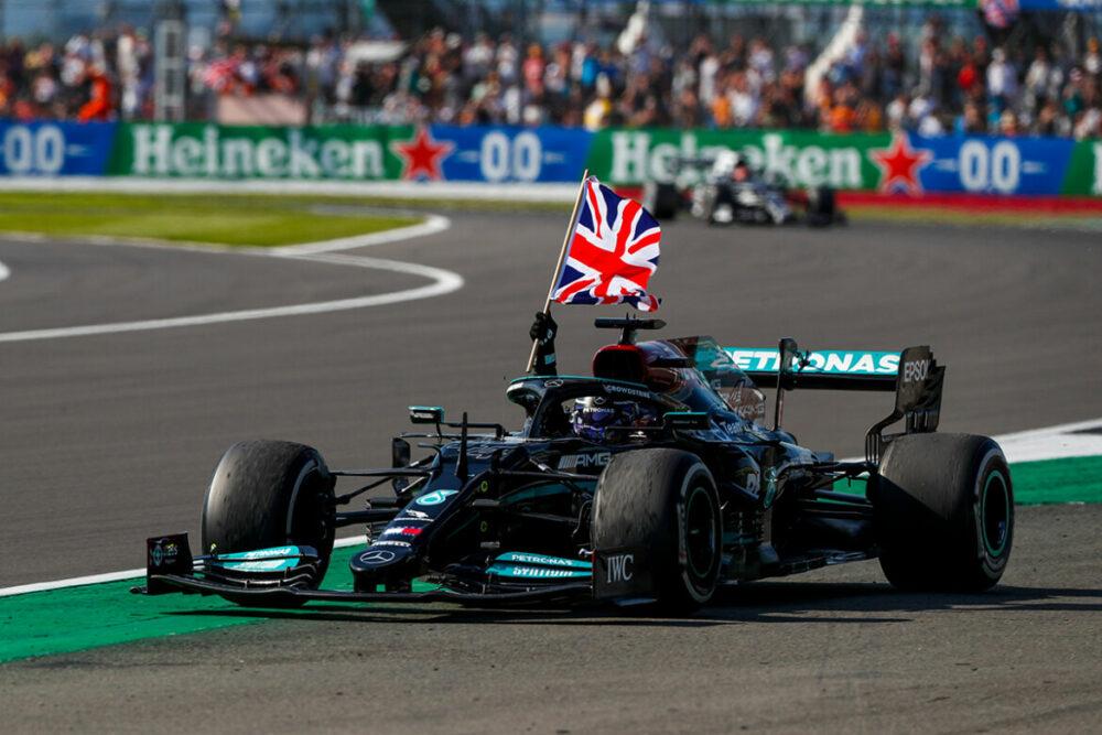 Lewis Hamilton vence o GP da Grã-Bretanha