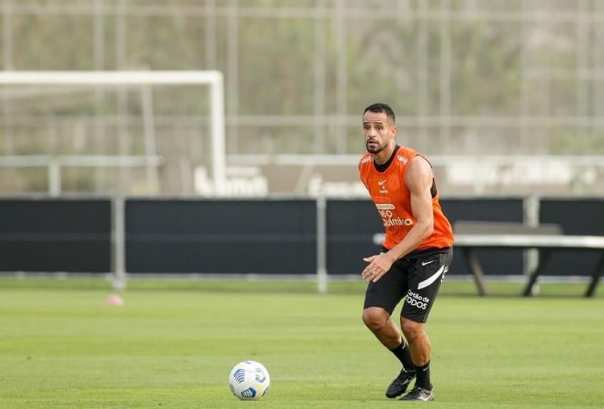 Renato Augusto voltou a treinar em campo nesta quinta-feira