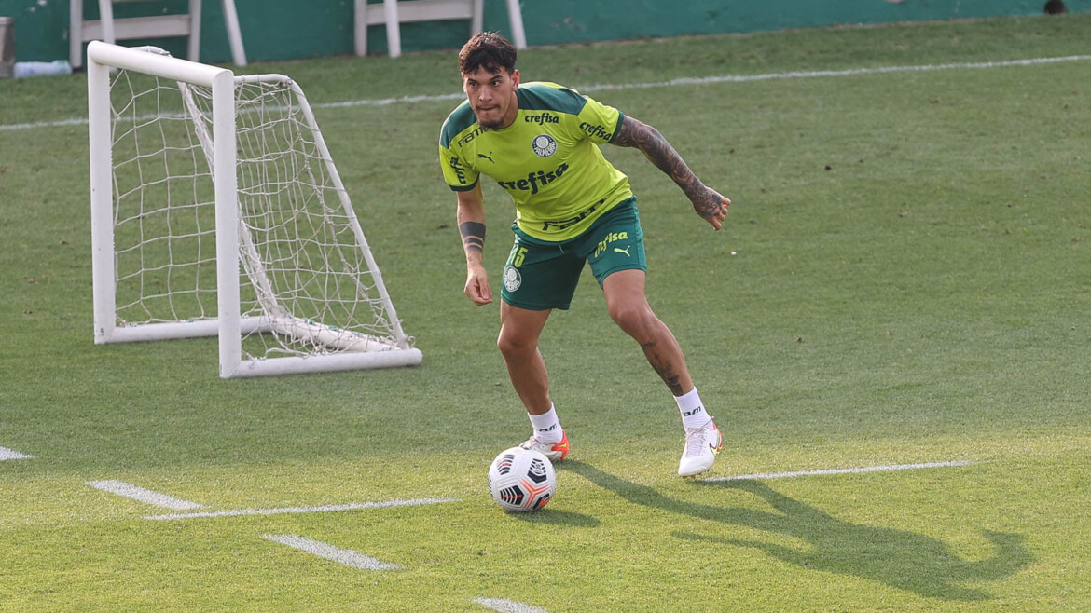 O jogador Gustavo Gómez, da SE Palmeiras, durante treinamento, na Academia de Futebol.